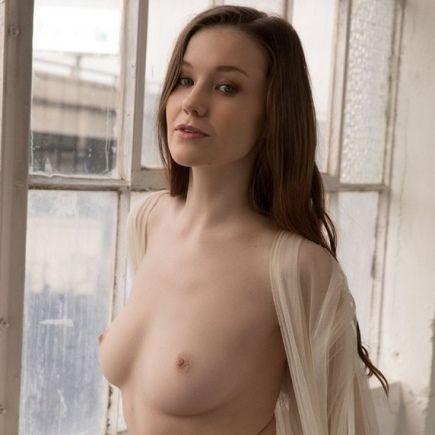 Эмили Блум порно
