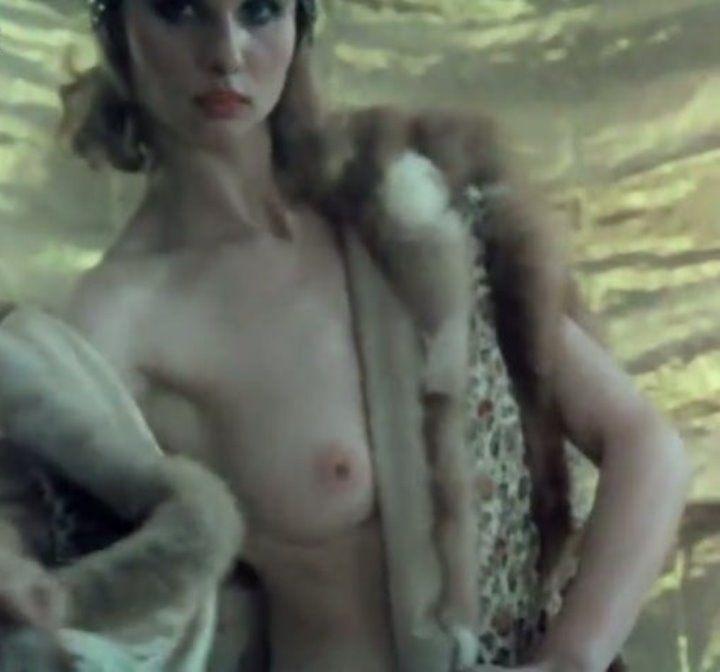 голая грудь Ирины Безруковой