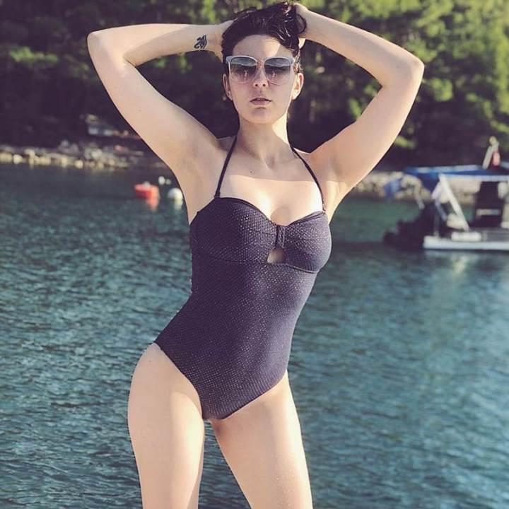 фото Маруф в купальнике