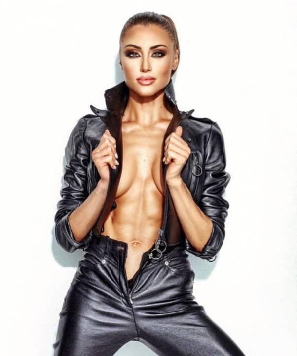 Маргарита Паша с голой грудью