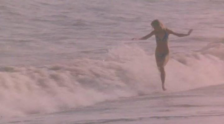 обнаженная Наталья Вавилова на пляже