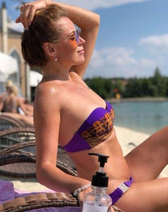 Ксения Скакун в купальнике