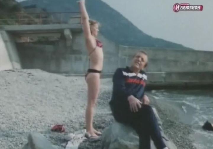 юная Ольга Машная в купальнике