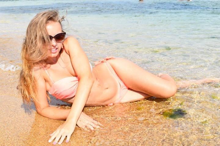 горячая Екатерина Хомчук в бикини