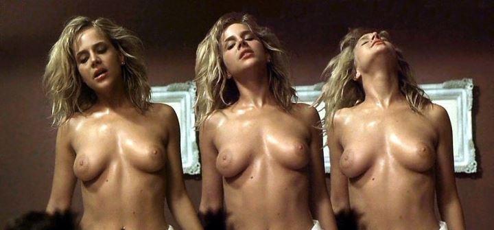 голая Джули Бенц в секс сцене