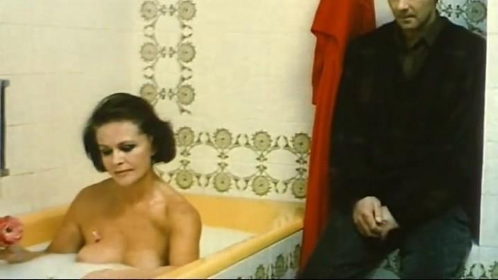 голая Наталья Фатеева в ванной