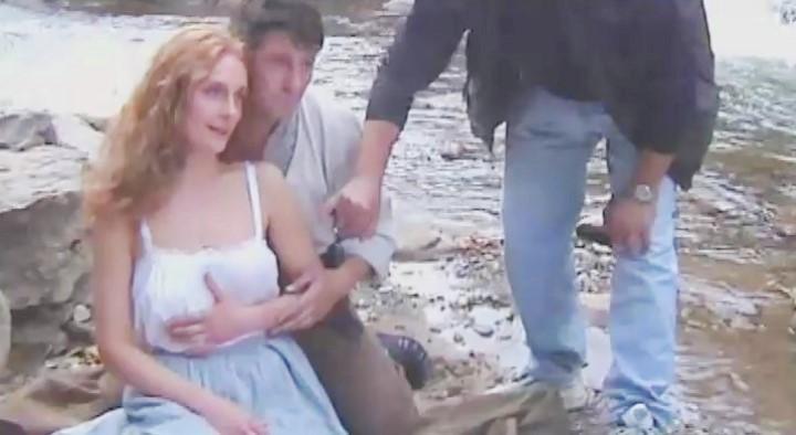 Екатерине Кистень ласкают грудь