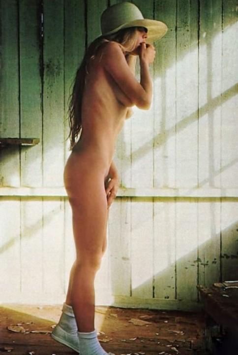 голая Ким Бейсингер в молодости