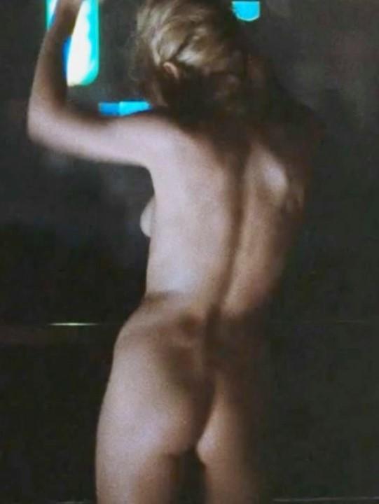 голая жопа Ким Бейсингер