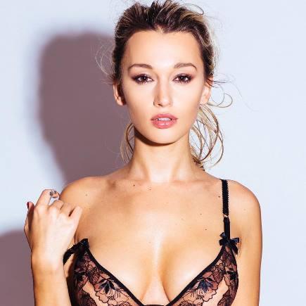 Karolina Benefield hot