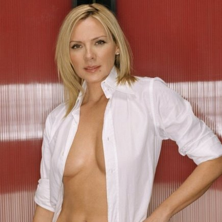 Kim Cattrall nude